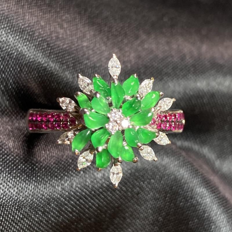 18k金镶缅甸天然翡翠A货 阳绿戒指 雪花设计 很有意境感 上手时尚大方️️️