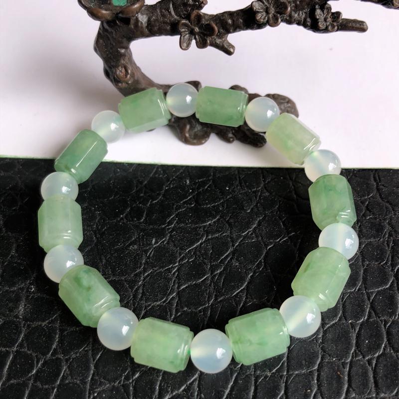 天然a货翡翠满绿六角形路路通手链,玉质细腻,种水足(白色珠为普通材质)裸石有10个,裸石尺寸:11.