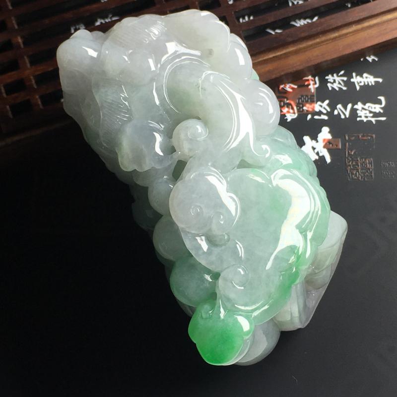飘绿招财貔貅手把件 尺寸78-42-39毫米 色泽清爽 玉质细腻 雕工精美 款式大气