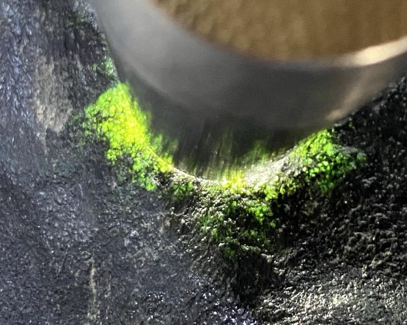 🤝#矿区新货来袭# 莫湾基全赌飘花料,打灯多处有绿色表现,他处种水超赞,料子品相完整,没有刷过,可