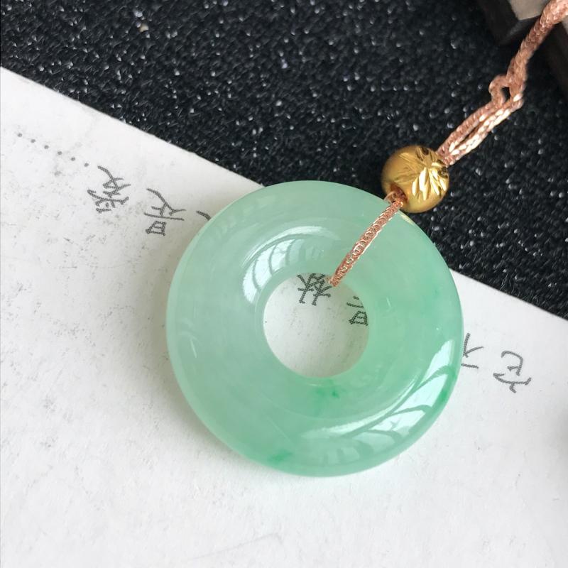 18k金飘绿平安环项链,裸石尺寸:23*5.6mm,翡翠A货,编号:c1010