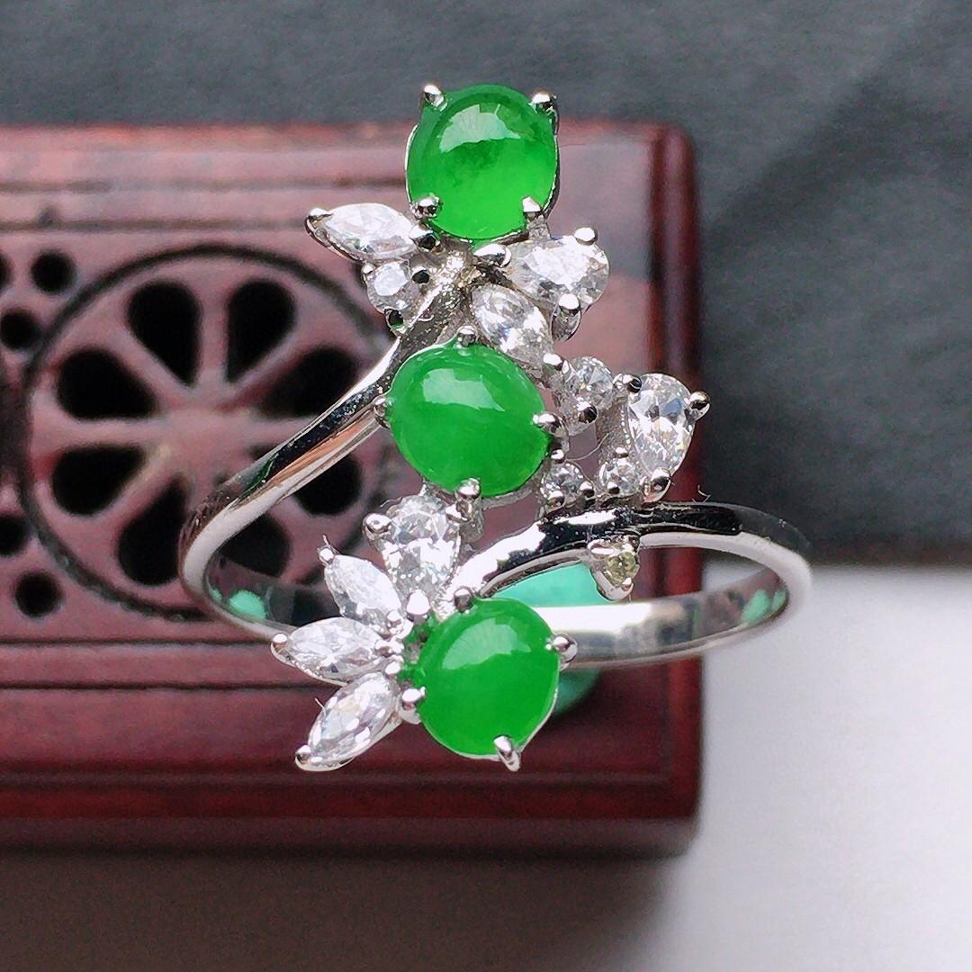 缅甸翡翠16圈口18k金伴钻镶嵌满绿蛋面戒指,自然光实拍,玉质莹润,佩戴佳品,内径:16.8mm(可
