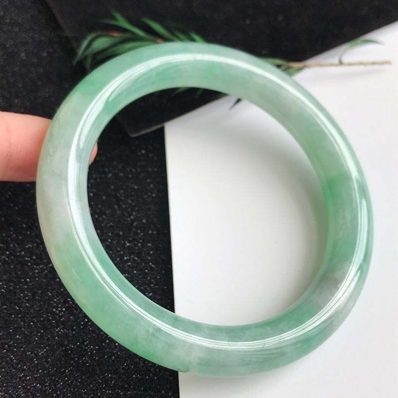 【圈口54.4mm,飘绿翡翠圆条手镯,上手高贵典雅,优雅大方,编号 1141-11.24.2】图6