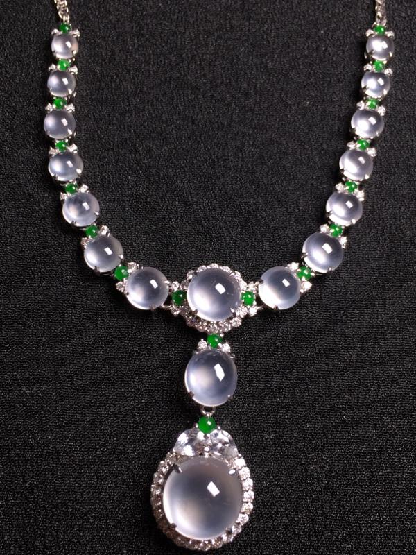 玻璃种蛋面晚装项链,18k真金真钻镶嵌,种水超好,玉质细腻。