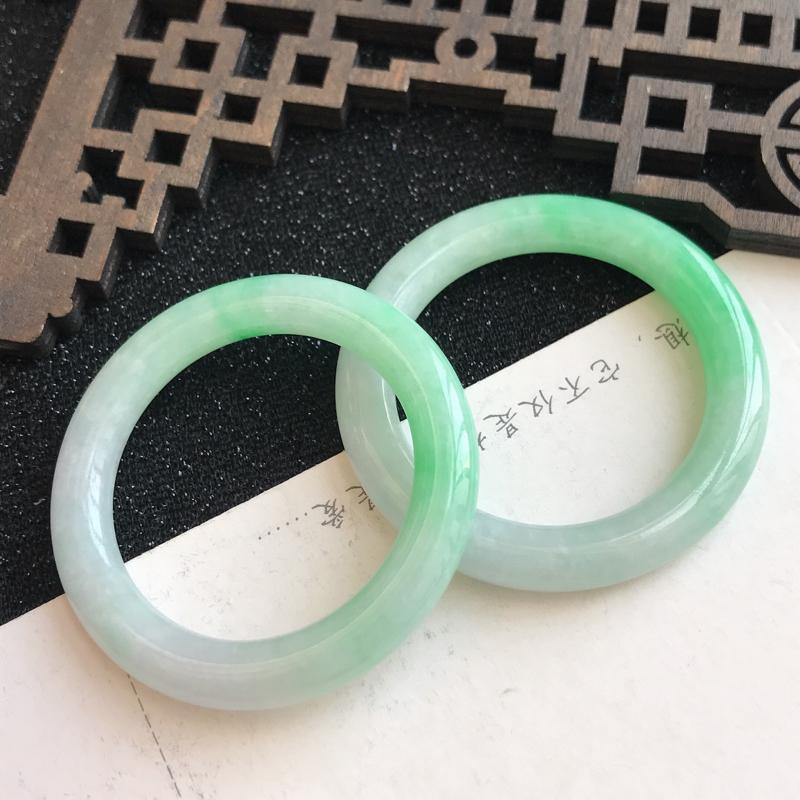 飘绿平安环吊坠,尺寸:48.2*6.1mm ,翡翠A货,编号:699