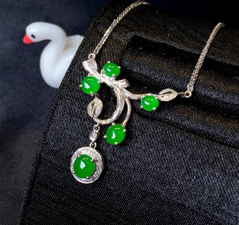 【超值精选】翡翠a货,满绿设计款锁骨项链,18k金伴钻,佩戴精美,性价比高,裸石尺寸5.2*4.7*