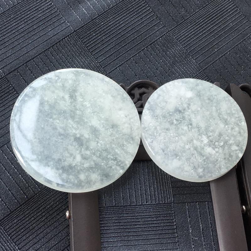 翡翠冰糯种平安无事牌镶件一对,种水好玉质细腻温润。尺寸:43.8*4.3mm 21.48克/37.6