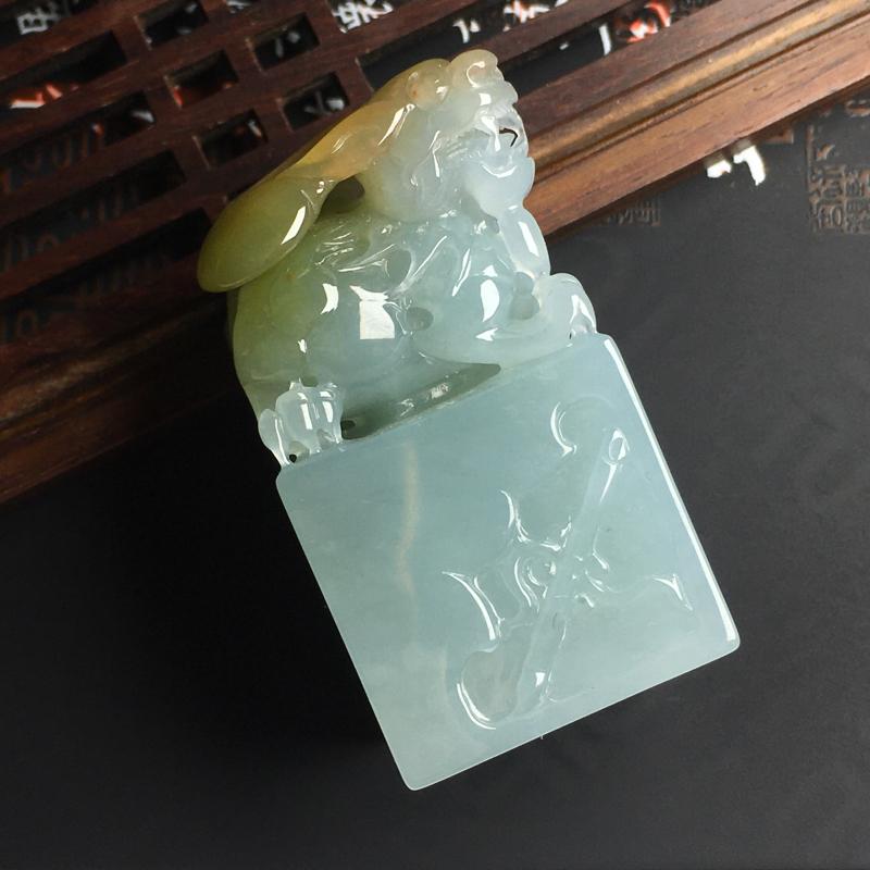 双彩貔貅印章 尺寸50-26-23毫米 色泽艳丽 玉质细腻 雕工精湛
