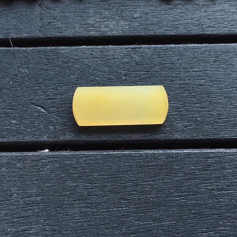 黄翡马鞍,自然光实拍,缅甸a货翡翠,种水好,玉质细腻,颜色艳丽,镶嵌佳品