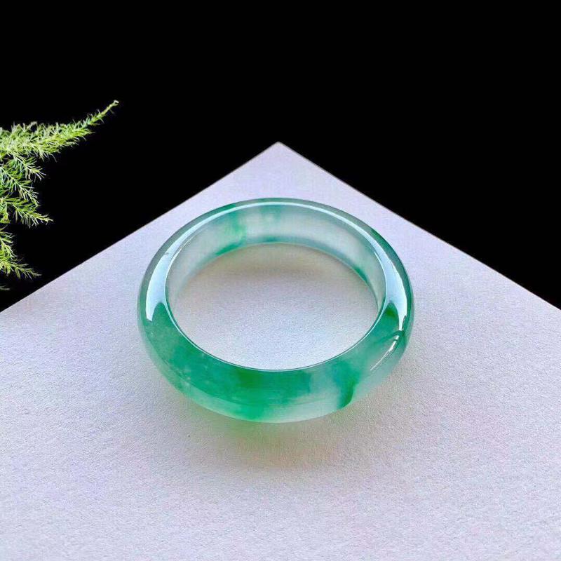 高冰种飘绿花,冰润通透,起荧光,种老,无纹裂