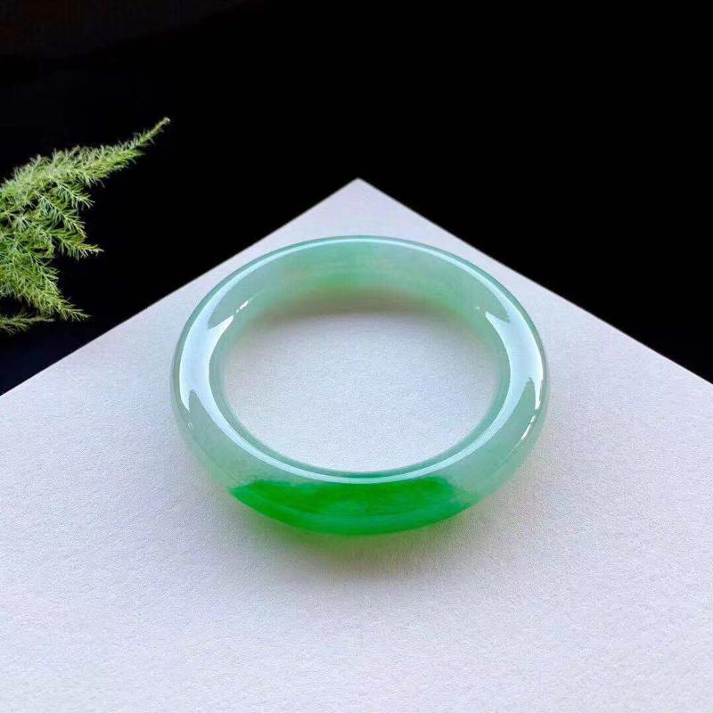 辣绿圆条手镯,阳艳鲜辣,种老,无纹裂