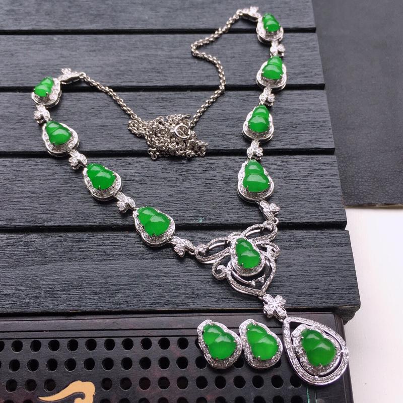 缅甸翡翠18K金伴钻镶嵌首饰套装,满绿葫芦耳钉+满绿葫芦项链,玉质细腻,佩戴送礼佳品,耳钉包金尺寸: