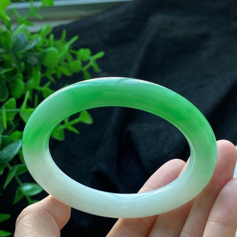 圆条:56.5mm 天然a货种水好飘绿圆条翡翠手镯,圈口:56.5/10.4/10.4mm