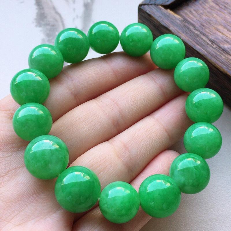 缅甸翡翠满绿圆珠手串,自然光实拍,玉质莹润,佩戴佳品,尺寸:13mm,重51.00克