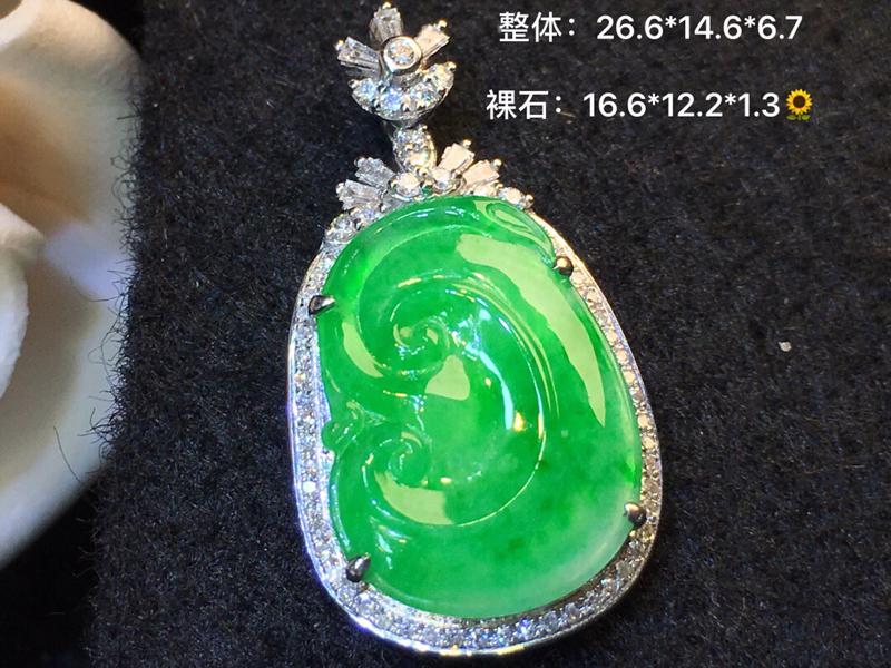 诚心推荐️️ 冰种绿如意 品相漂亮   色泽艳丽  清新脱俗   18K金南非钻镶嵌   精美