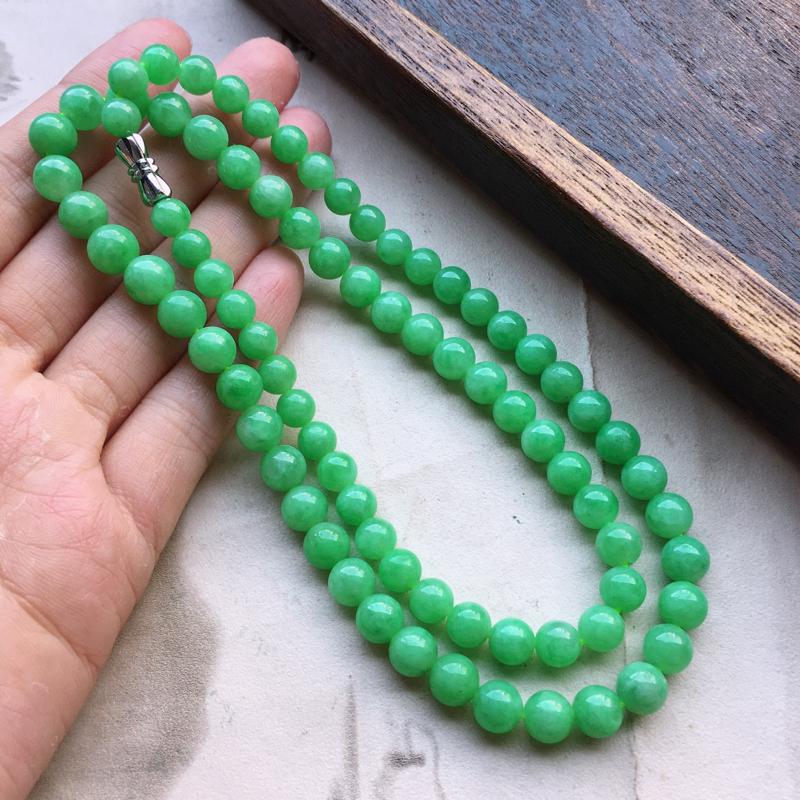 缅甸翡翠带绿圆珠项链(银扣),自然光实拍,玉质莹润,佩戴佳品,单颗尺寸大:7.9mm,单颗尺寸小:6