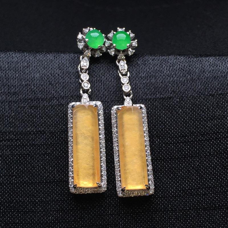 18K金钻镶嵌淡黄翡玉柱耳坠 质地细腻 冰透起光 搭配满绿小蛋面 时尚唯美亮眼 整体尺寸29.2*6