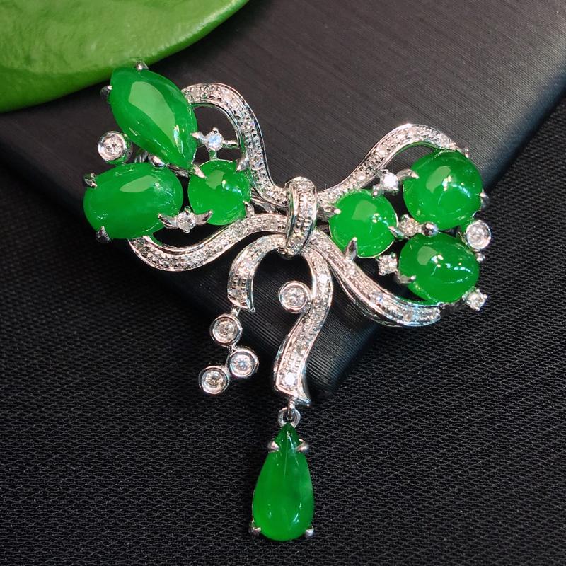 甄选佳品:冰种正阳绿花型胸针,款式新颖独特,十分冰透细腻的种水,颜色鲜艳靓丽,形态周正,种老起胶感,