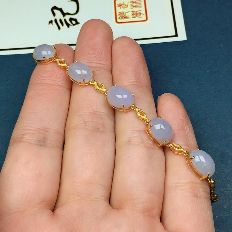 细糯紫罗兰翡翠手链,料子细腻光滑,色泽清新淡雅,单颗裸石尺寸:9.8-7.2-5.1