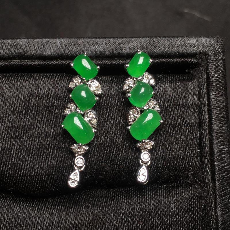 满绿翡翠耳坠,18k金镶嵌,无纹无裂,玉质细腻,质量杠杠的,性价比超高