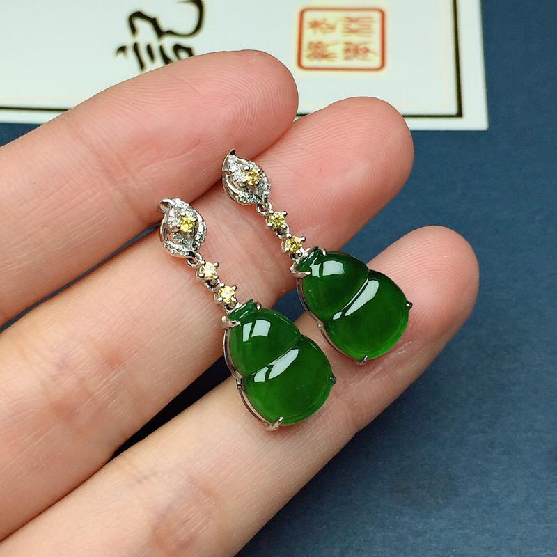 冰润满绿葫芦耳坠,种水好,玉质水润,色泽鲜艳浓郁,尺寸:13.1-9.2-2.9