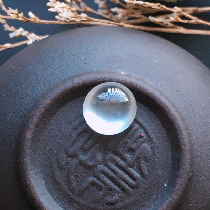高冰蛋面,自然光实拍,缅甸a货翡翠,种好通透,起荧光,水润玉质细腻,雕刻精细,饱满品相佳,