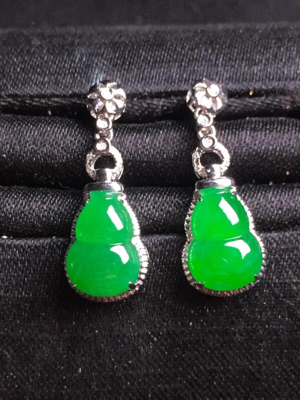 【超值精选】阳绿葫芦耳坠,18k真金真钻镶嵌,种水超好,玉质细腻。