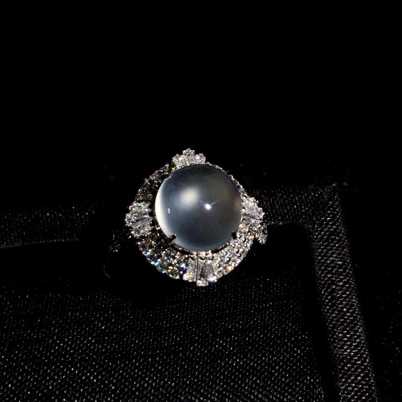 玻璃种蛋面戒指,种好通透,种老水足,细腻通透起胶,纯净圆润饱满,裸石:8*8*4,整体:14*17*