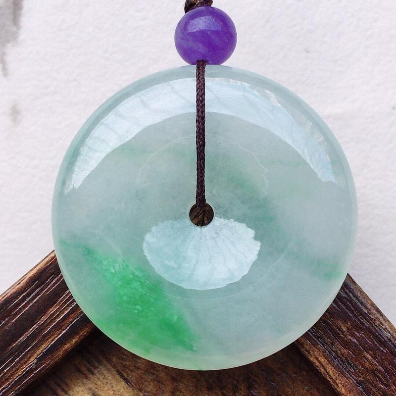 缅甸翡翠带绿平安扣吊坠(顶珠为装饰珠),玉质莹润,佩戴佳品,尺寸:30.8*6mm,重12.02克