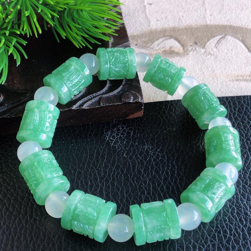 天然缅甸老坑翡翠A货绿色浮雕手链,料子细腻柔洁,尺寸珠子取一13/11mm,重量45.93g。