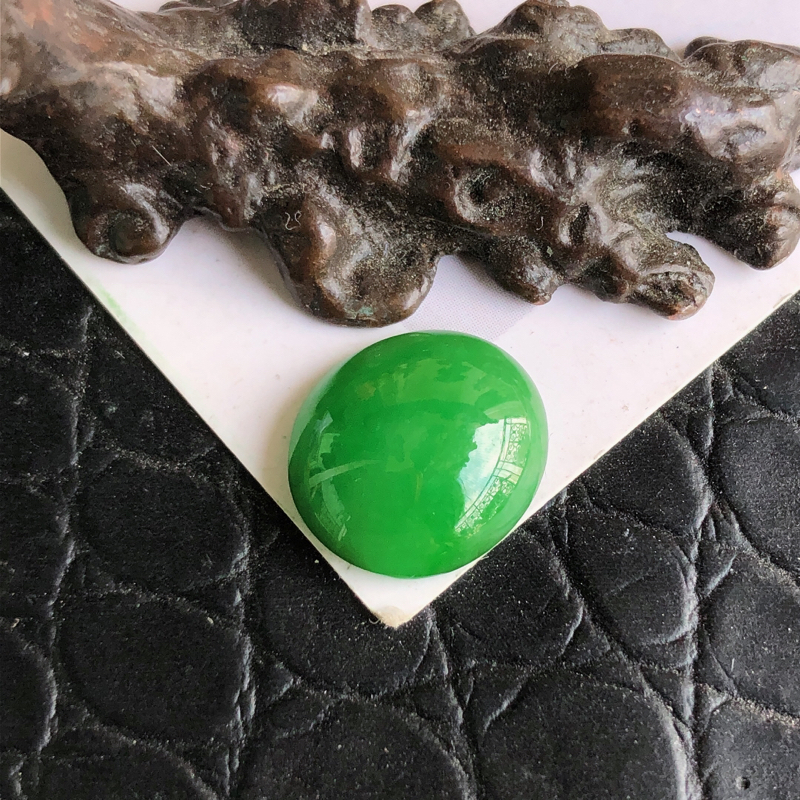 天然a货翡翠满阳绿蛋面裸石(镶嵌件)戒面,玉质细腻,种水足
