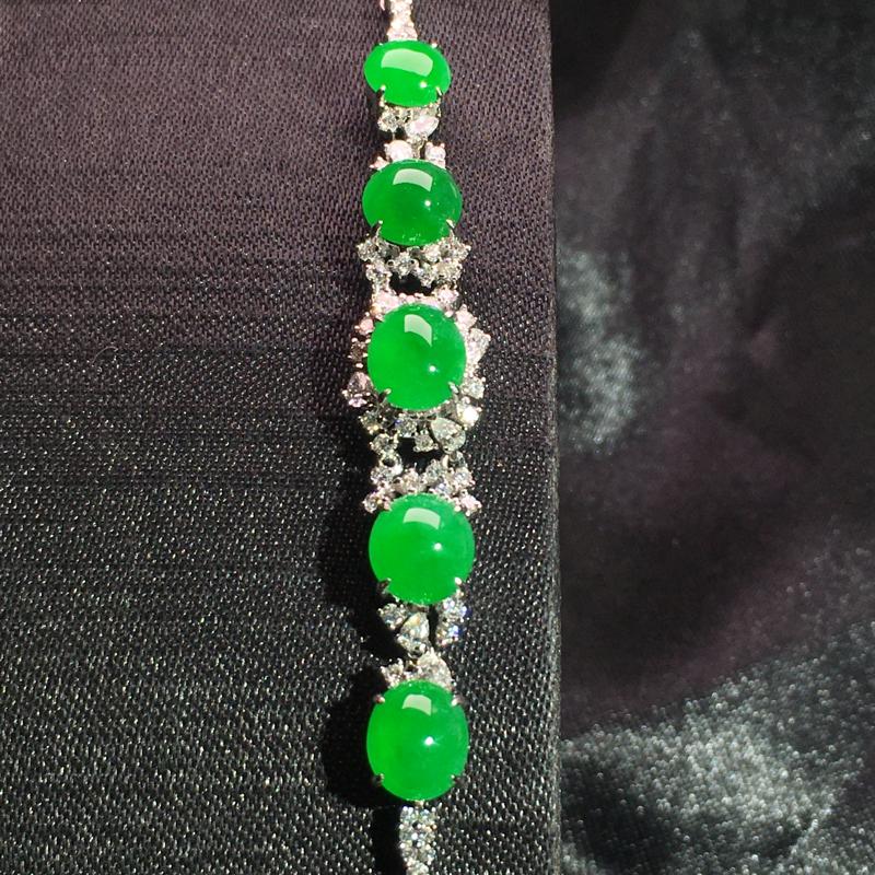 阳绿蛋面手链,精致时尚,细腻饱满色浓,翠色艳丽,佩戴大气,裸石:7*6*3,整体:65*9*7