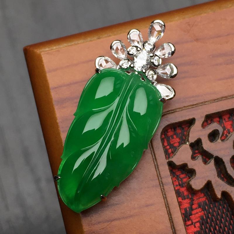18金镶缅甸天然翡翠A货 阳绿叶子吊坠 镶嵌工艺精致 叶形饱满 设计风格独特 时尚高性价比 裸石21