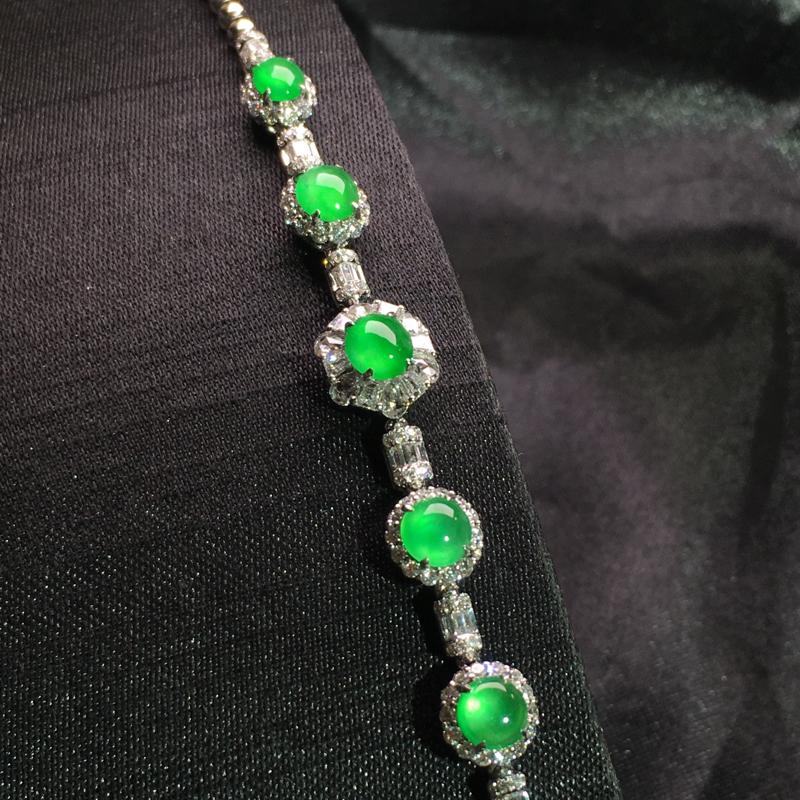 老坑高冰阳绿蛋面手链,精致时尚,水色甜美,翠色欲滴,种色好,种水足,细腻通透,佩戴大方,裸石:5*4