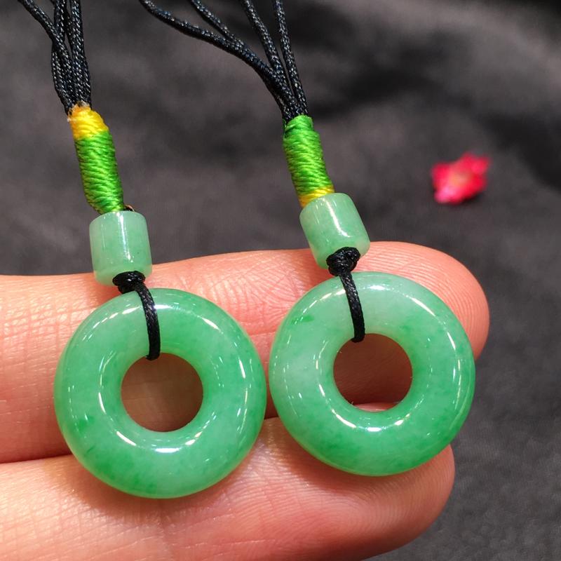 一对浅绿平安扣,平安吉祥,底庄细腻,无纹裂,性价比高,推荐,尺寸22.8*16.2*4.7mm,重量