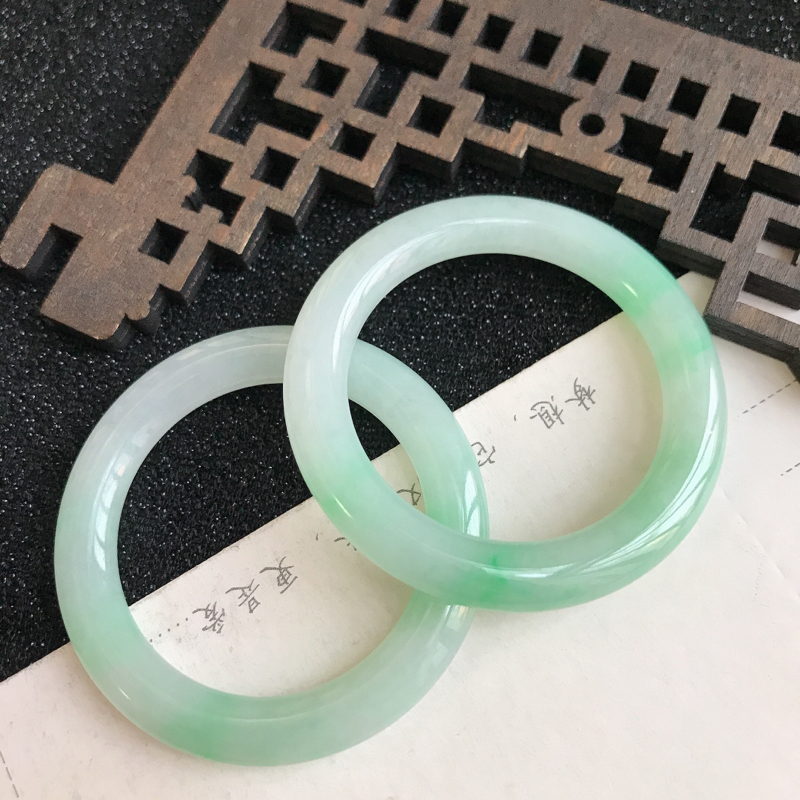 飘绿平安环吊坠,尺寸:48.9*6.3mm,翡翠A货,编号:699