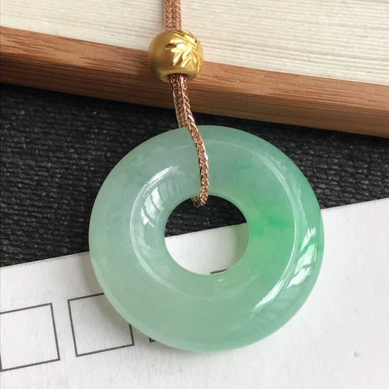 编号:c1010,翡翠A货,飘绿18k金平安环项链,尺寸:23*5.7mm,
