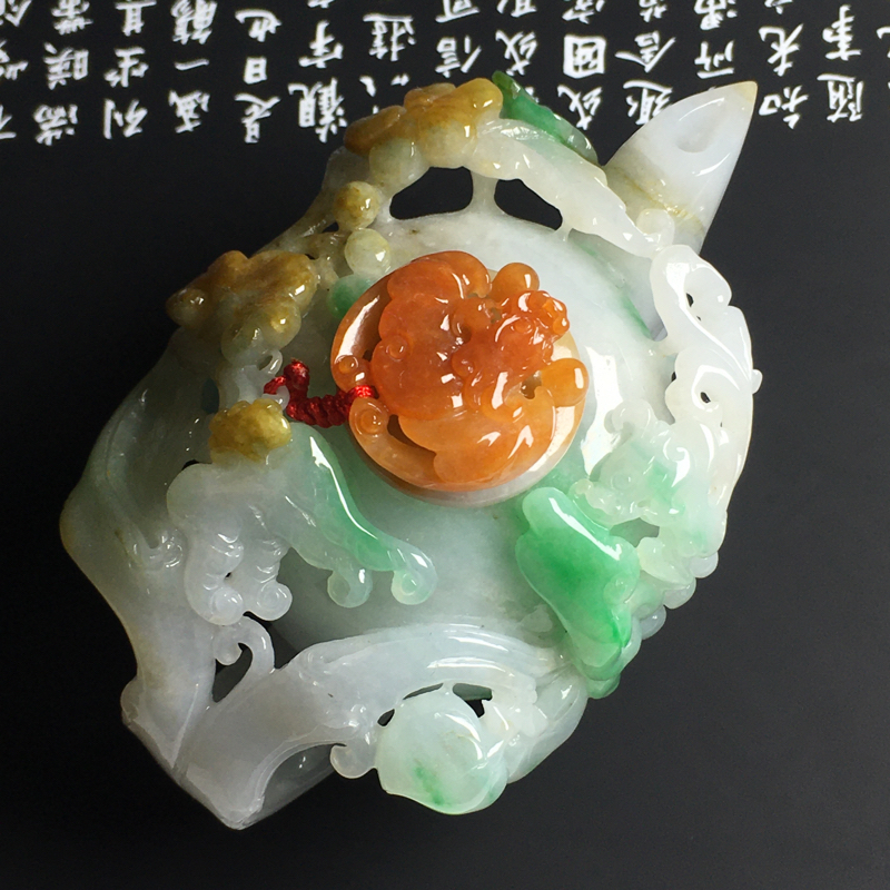 三彩精美茶壶摆件 尺寸95-58-46毫米 色泽艳丽 玉质细腻 雕工精美 款式精美