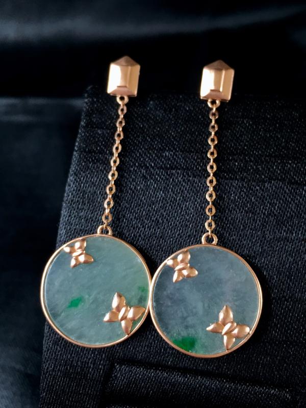 翡翠a货,飘绿园牌耳钉,18k金镶嵌,颜色清爽,佩戴大气,裸石规格:15.4-1.5
