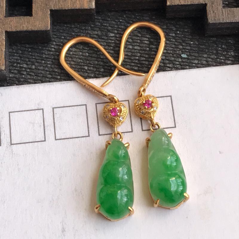 编号:jx,翡翠A货,飘绿18k金伴钻富贵豆耳环,裸石尺寸:12.2*5.5*3mm,包金尺寸:34