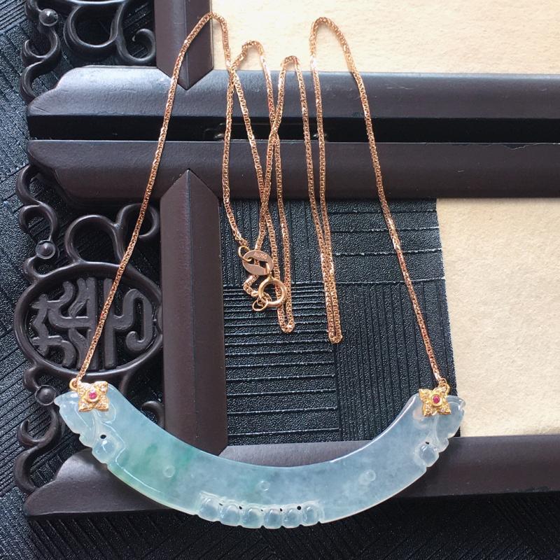 18K金伴钻镶嵌翡翠冰种起光飘花双龙戏珠弯形项链,种老玉质细腻温润,花色漂亮。项链周长:50.5cm