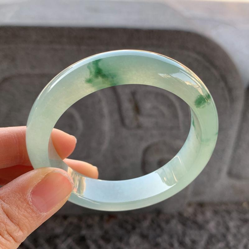 飘花正圈手镯,尺寸:56.6-14.4-8.5,细腻光滑,干净釉洁,花色飘逸灵动