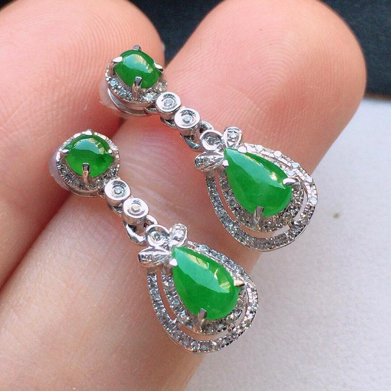 翡翠18K金伴钻镶嵌满绿耳坠,玉质细腻,雕工精美,佩戴送礼佳品,包金尺寸:19.5*7*5.3mm,
