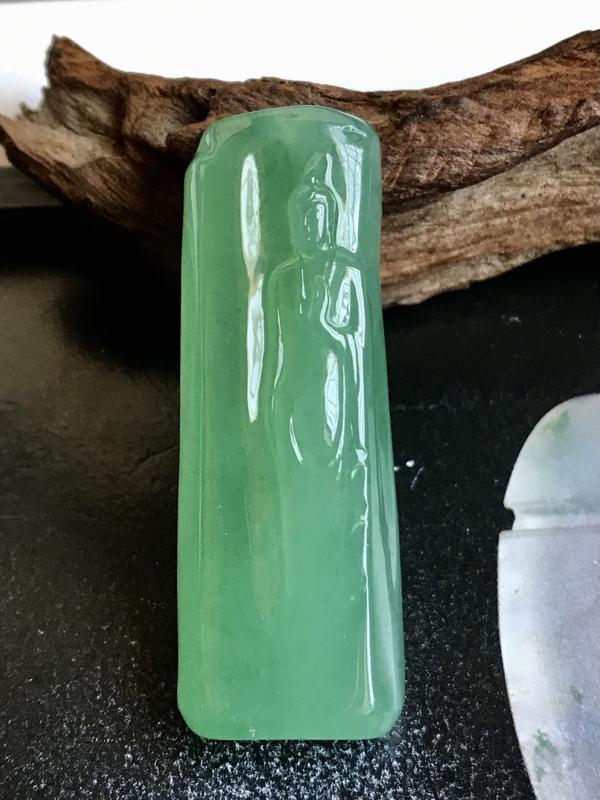 大师工🙏🙏大道至简,冰绿块儿悟道观音法相。很独特的料子,满晴绿色,冰绿动人,色泽浓郁均匀,很是纯正。
