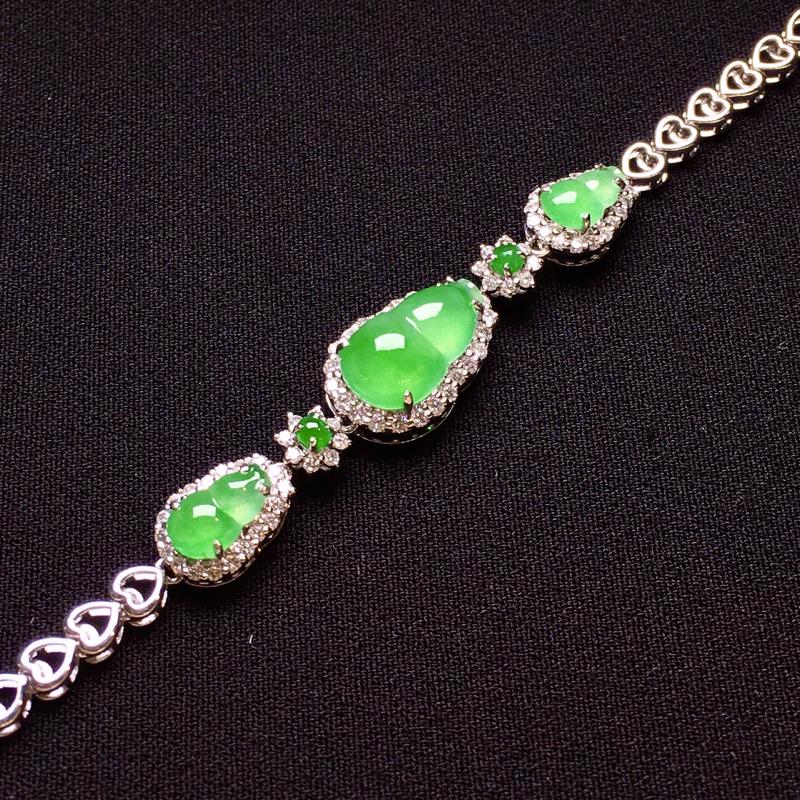 18K金钻镶嵌翠绿葫芦手链 质地细腻 色泽均匀艳丽饱满 款式新颖时尚唯美亮眼 周长17 整体尺寸13