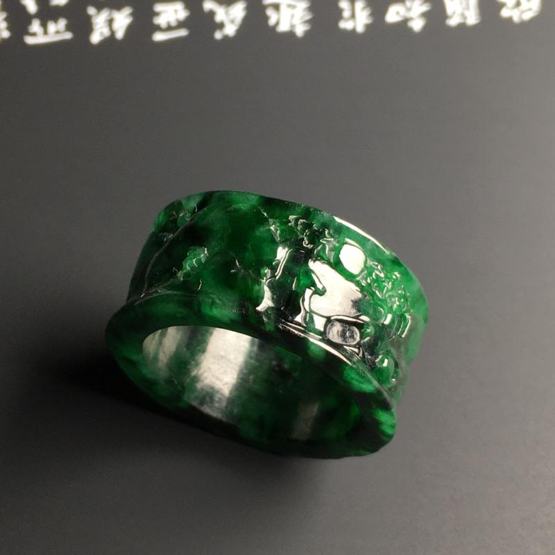 糯种阳绿【高山流水】扳指 外径29.6宽13厚3.9毫米 内直径21.9毫米 翠色阳绿 雕工精湛 质