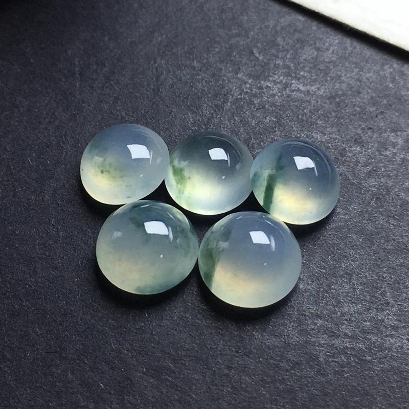 冰飘彩蛋面裸石,底子细腻,色泽漂亮,干净起光,饱满圆润。尺寸:8.2-5.4  7.7-4.7 8.