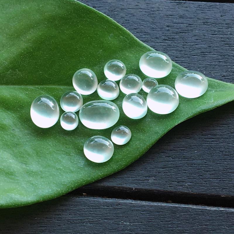 冰种蛋面,自然光实拍,缅甸a货翡翠,冰种木那蛋面15颗,种好通透,起荧光,晶莹剔透,莹润光泽,品质高