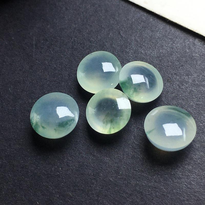冰飘彩蛋面裸石,底子细腻,色泽漂亮,干净起光,饱满圆润。尺寸:8.2-5.4  7.7-4.7 8.1-5.0  7.6-4.9 7.8-4.2