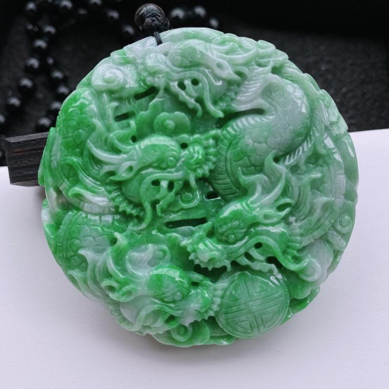 🙏缅甸天然翡翠A货   带绿精雕九龙牌吊坠。克重78.98,尺寸:55.6*13.8,精工雕刻,鳞虫